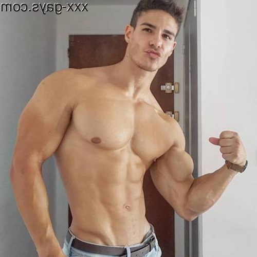 Duck Face and Biceps   Muscles  Porn XXX   Hot XXX Gays