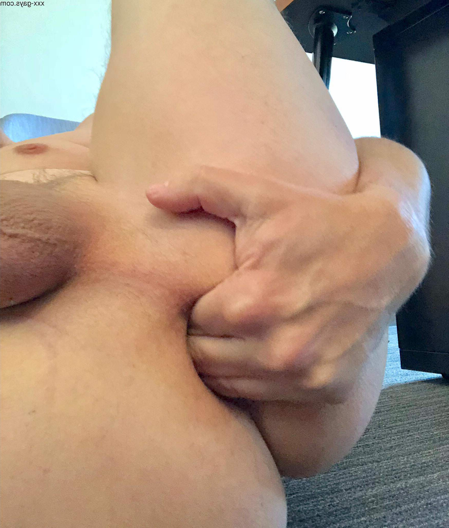 Four fingers up in this ass   Fingering/Fisting  Porn XXX   Hot XXX Gays