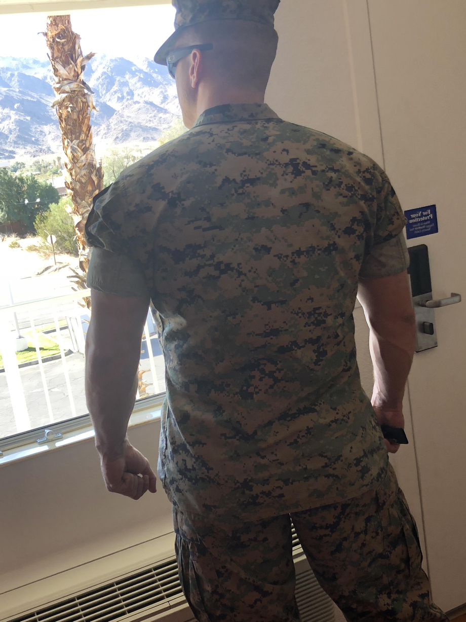 Gunny Spencer showing off his sleeve rolling skills | Uniforms  Porn XXX | Hot XXX Gays