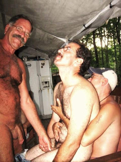 Looks like a good party | Daddy/Mature  Porn XXX | Hot XXX Gays