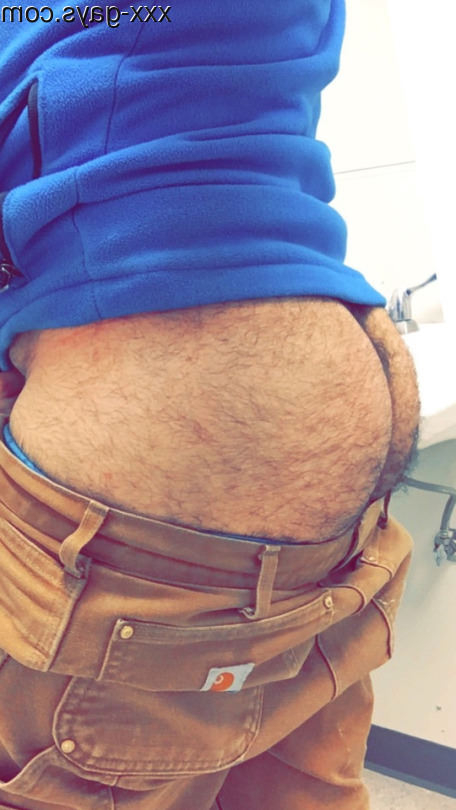 Showing off his ass in the toilets | Hairy  Porn XXX | Hot XXX Gays