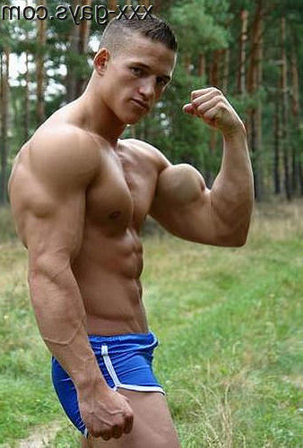 Showing off his bulging bicep | Muscles  Porn XXX | Hot XXX Gays