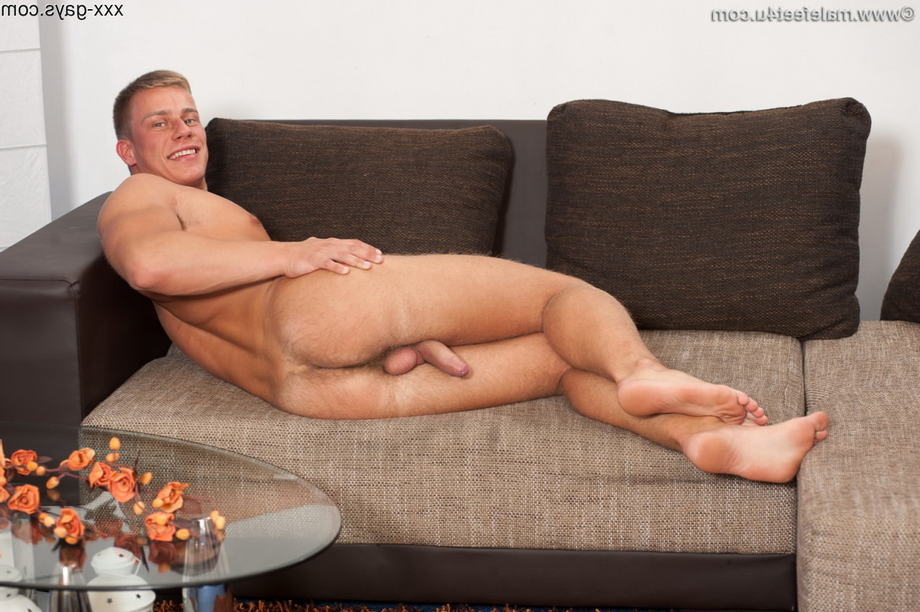 Showing off his cock and ass | Hairy  Porn XXX | Hot XXX Gays