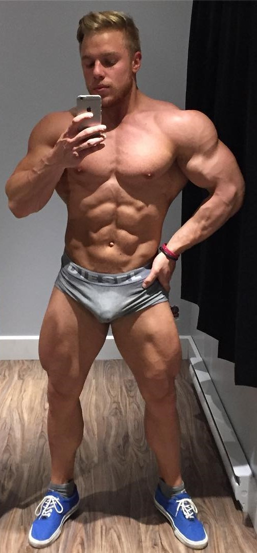 Showing off those muscles   Soft  Porn XXX   Hot XXX Gays