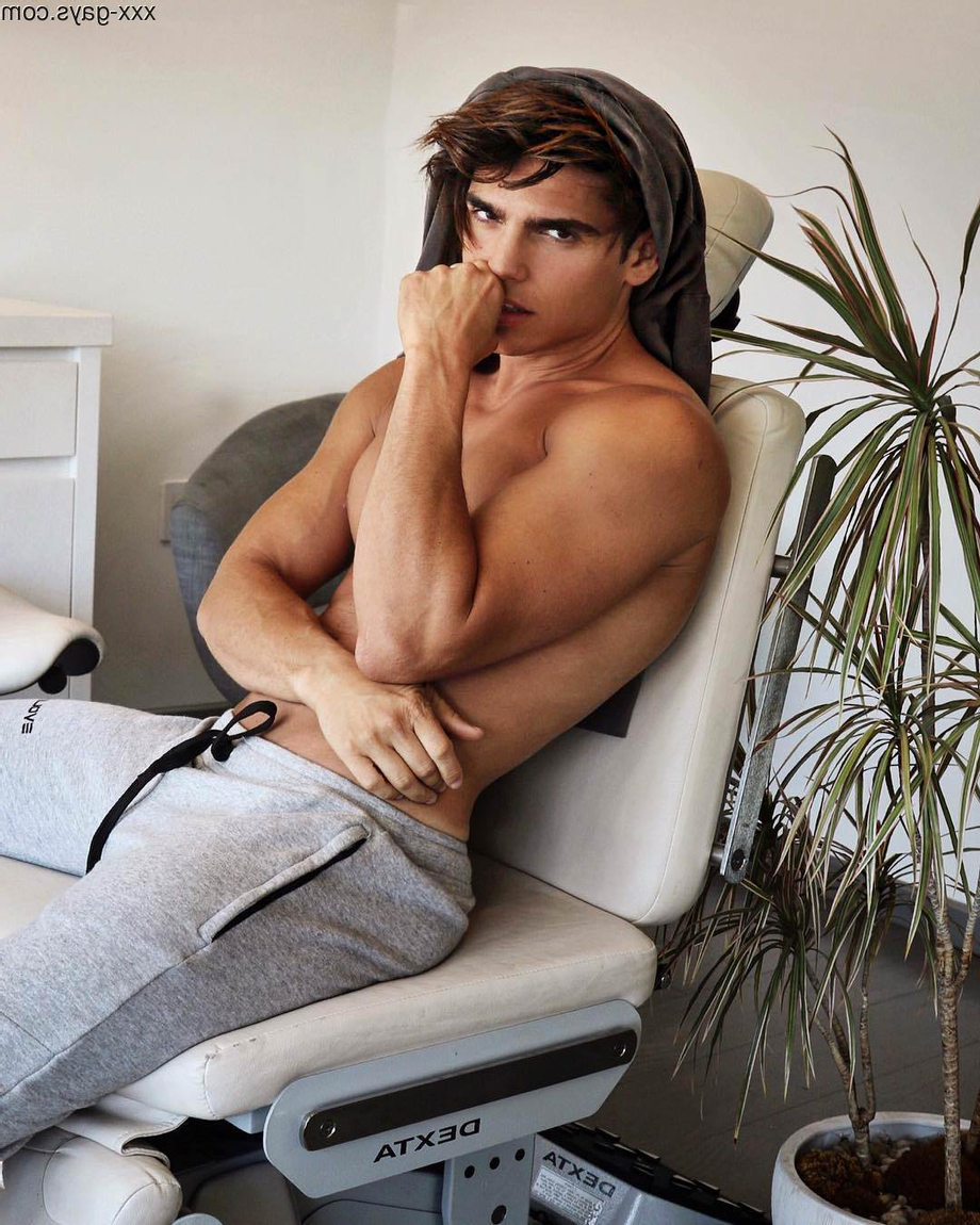Waiting in the chair | Pants  Porn XXX | Hot XXX Gays