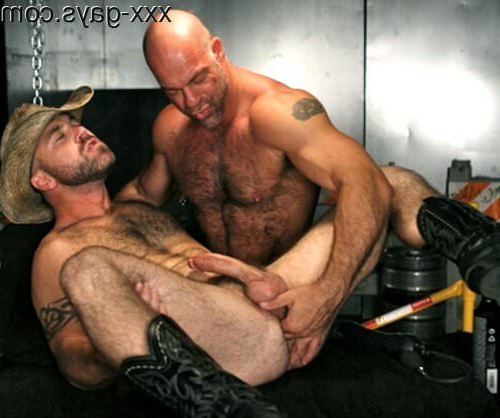 Warming up his hole | Daddy/Mature Porn XXX | Hot XXX Gays