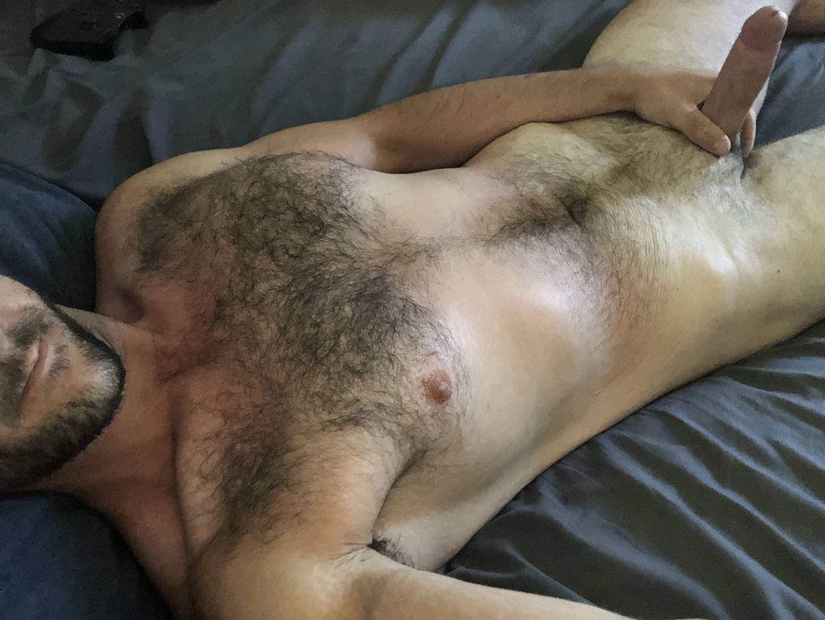 Who's going to join me in bed today?   Beards  Porn XXX   Hot XXX Gays
