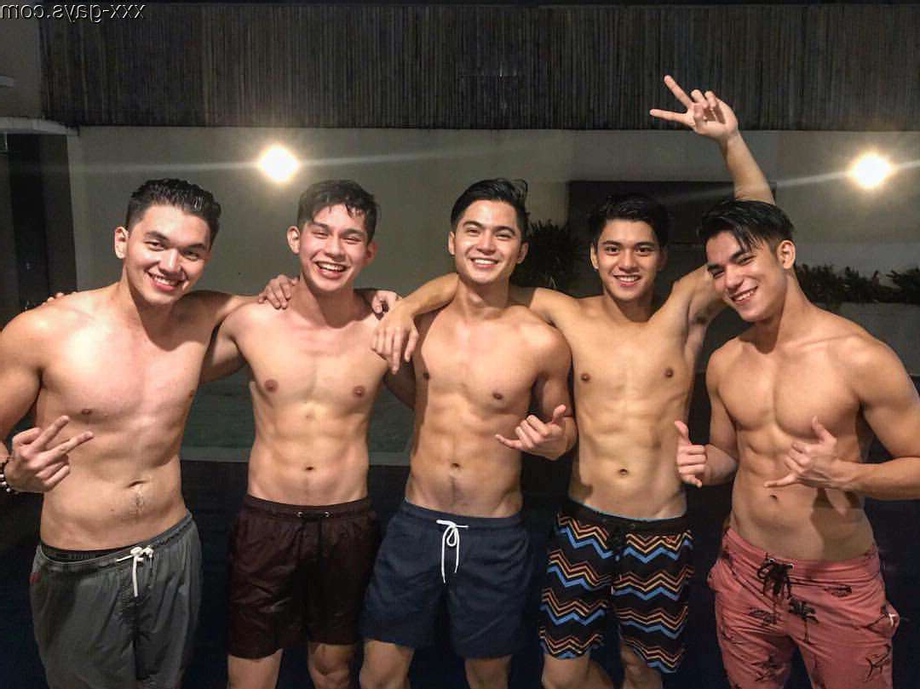 Young swimmers. Pick one   Cute  Porn XXX   Hot XXX Gays